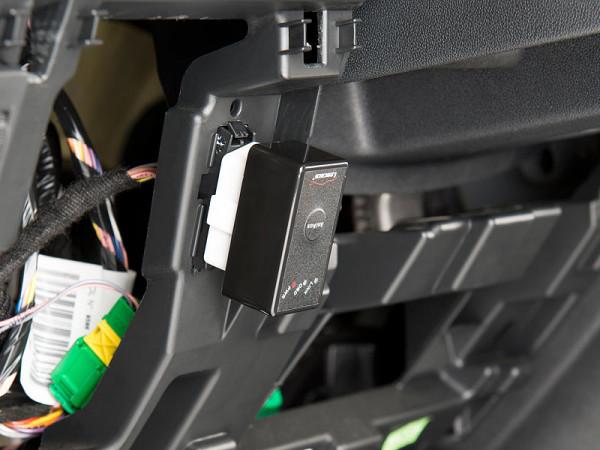 OBD 2 Stecker im Auto